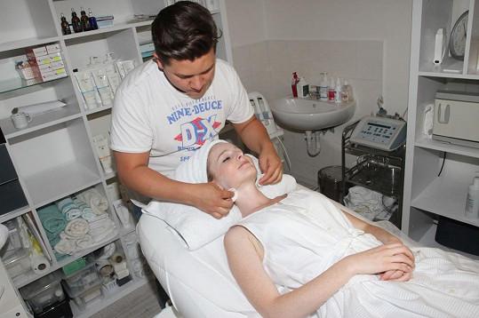 Tereza Vágnerová v péči exVyVoleného Pityho, který se nyní živí kosmetikou.