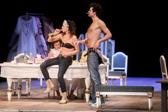 Radúz Mácha a Jana Janěková mladší si zahráli milence v divadelní hře Tartuffe Impromptu!