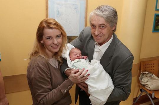 Iveta Bartošová je šťastnou babičkou.