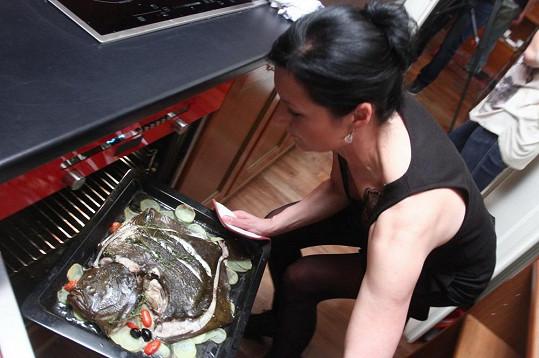 Hlavním chodem bude ryba kambala s citronovou bazalkou upečená na bramborách s olivami.