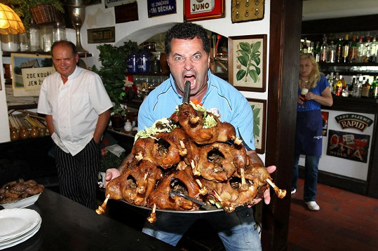 Martin prý dokáže zkonzumovat enormní množství jídla. Zároveň ale umí odpovědně dodržovat dietní režim, když je třeba.