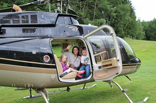 Malý Kristián byl z vrtulníku nadšený.
