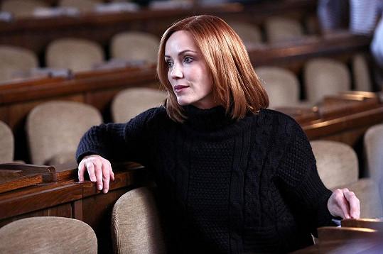 Markéta Plánková nosí v seriálu paruku.