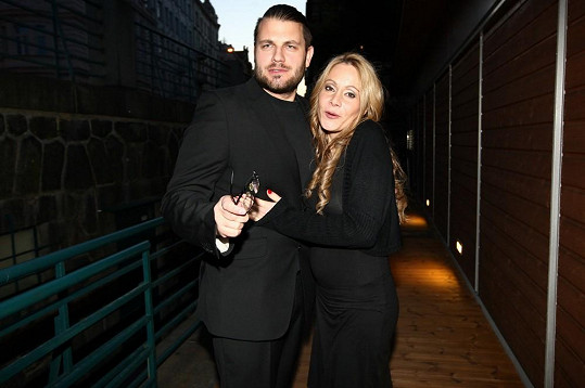 Petr Svoboda a jeho žena spojili svá příjmení. Nyní je syn hitmakera Petr Klein Svoboda.
