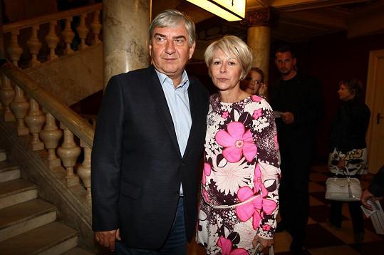 Mezi hosty nechyběl ani Miroslav Donutil s manželkou Zuzanou.