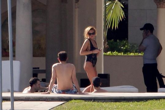 Lindsay Lohan se obklopila bratrem a jeho kamarády.
