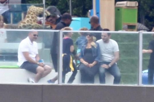 Christina s Mattem Rutlerem vzali jejího syna Maxe na dětské hřiště.