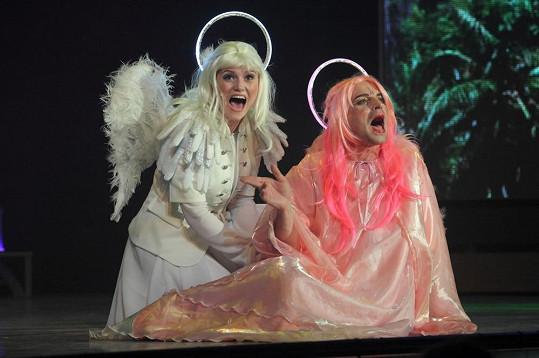 Tomáš jako homosexuální anděl v Adamovi a Evě