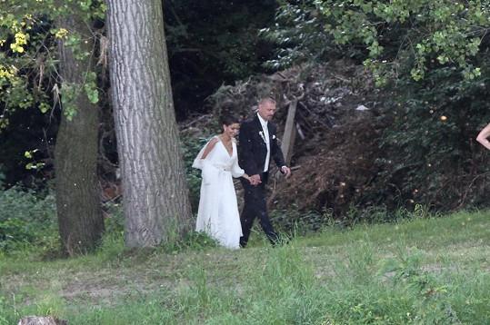 Svatba jim ale štěstí zatím moc nepřinesla.