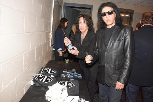 Gene Simmons a Paul Stanley z kapely Kiss bez líčení