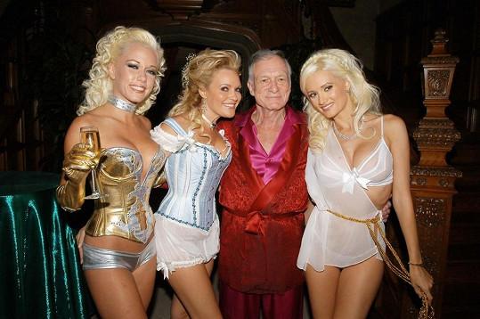 Wilkinson (vlevo) s Brigitte Marquardt, Holly Madison a Hughem Hefnerem v době, kdy natáčeli reality show The Girls Next Door.