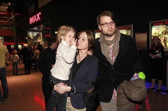 Petr Svoboda zašel do kina s manželkou Lucií a synem Ferdinandem.