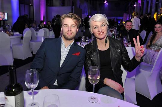 Anna Polívková a Michal Kurtiš si ples opravdu užili.
