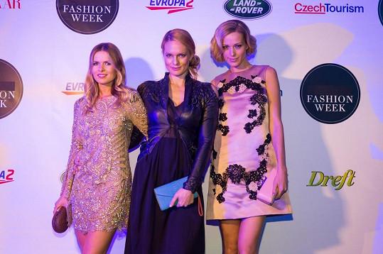 Petra se spoluorganizátorkami Pražského týdne módy Bárou Bergovou a Karolínou Bosákovou.