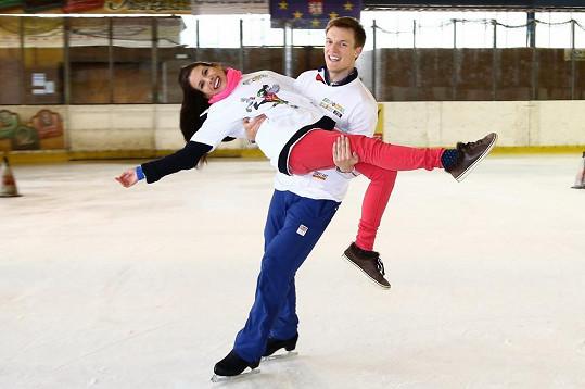 Tomáš Verner dováděl na ledě s Evou Decastelo.