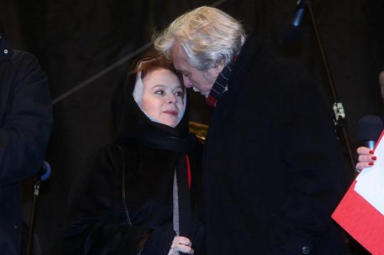 Nejslavnější český herecký pár Šafránková a Abrhám na Staromáku.