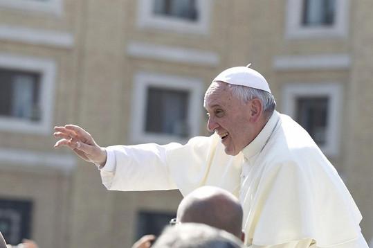 Papež František dostal dva motocykly od firmy Harley-Davidson u příležitosti 110. výročí existence společnosti.