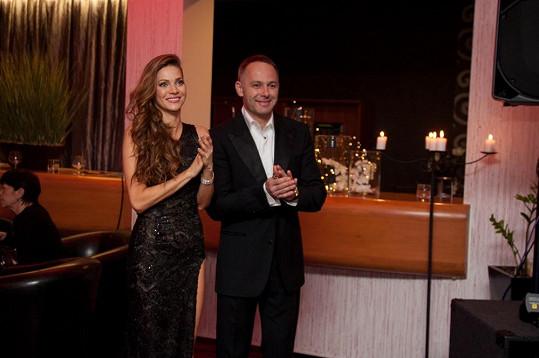 Andrea se na reprezentačním plese hotelů Morris dobře bavila s manželem Danielem Volopichem.