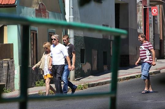 Na nákupy vyrazila s Pepou, jeho synem Honzou a Standou, který jí během italské anabáze hlídal dům.