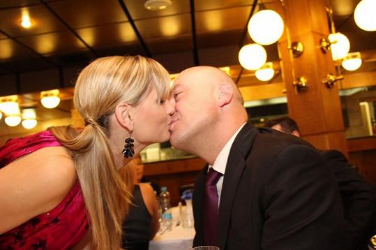 Zatímco jiným misskám vztahy krachovaly, Monika je pořád šťastná se svým původním partnerem, dnes už manželem, Petrem.