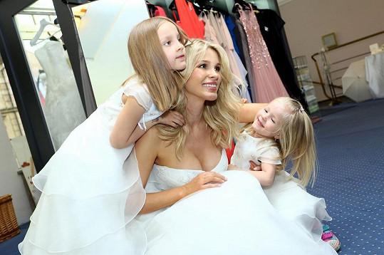 Romana svoje děti nadevše miluje.