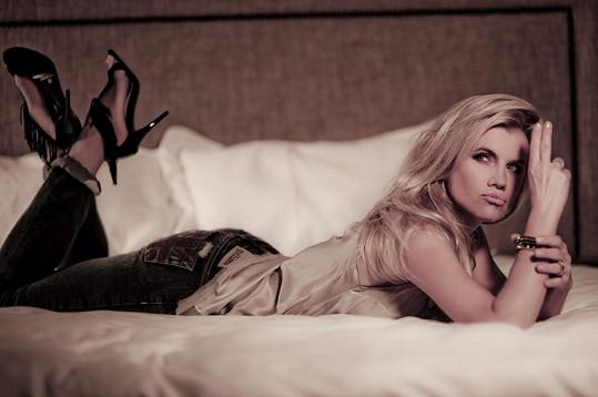Leona je krásná žena.