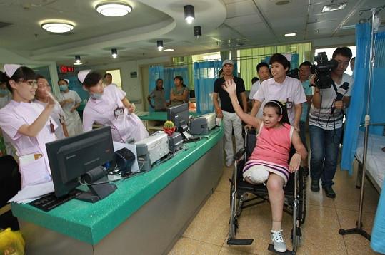 Sun Jingjing je bez své sloní nohy opět šťastná.