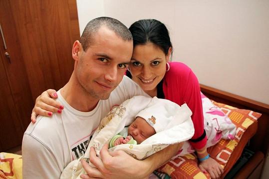 Adéla Taş s přítelem Petrem a synem Nikolasem.