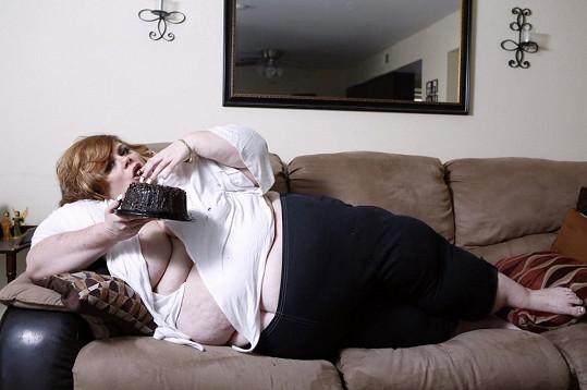 Američanka už váží přes 180 kg.