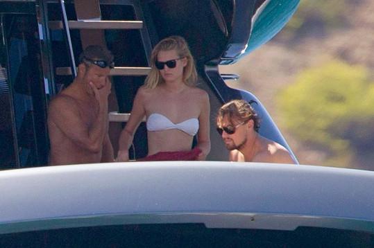 DiCaprio s přítelkyní Toni Garrn a Doroninem.