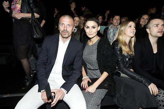 Tomáš a Vlaďka v první řadě během módní show