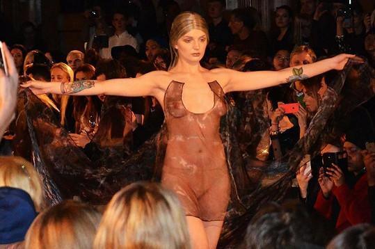 Katrina Darling v roli modelky