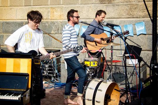 Také kapely hrály bosé.