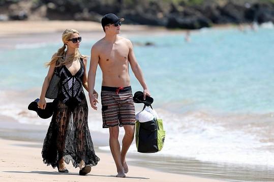 Americká dědička s přítelem na dovolené na Havaji