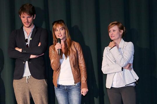 Herečky na tiskové konferenci s tvůrci filmu