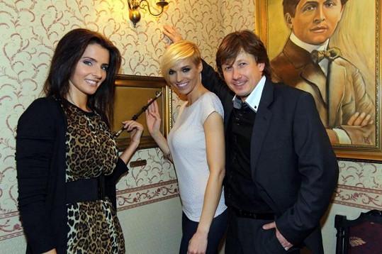 Kožíšek s asistentkami Martinou Dvořákovou a Hankou Mašlíkovou.