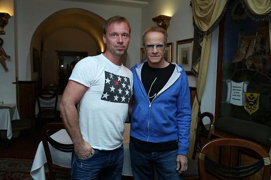 Christopher Lambert se ochotně vyfotil i se Zdeňkem Style Hrubým, který je ubytován v Brně ve stejném hotelu jako světová star.