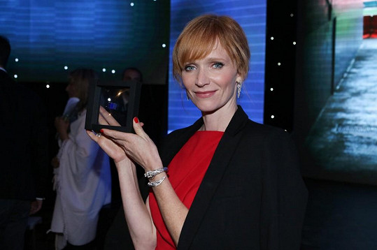 Za roli byla oceněna Modrou kostkou.