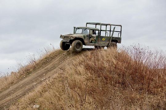 Zpěvák dostal adrenalinovou jízdu v Hummeru.