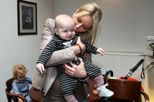 Simona a její mladší syn Bruno.