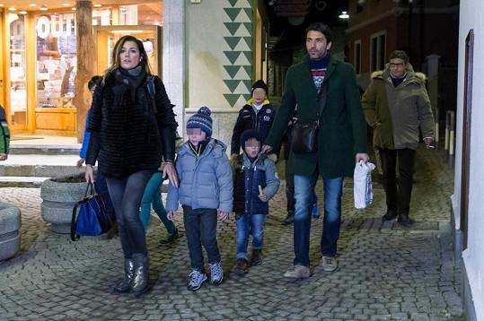Alena Šeredová s manželem a syny vyrazili do Alp.