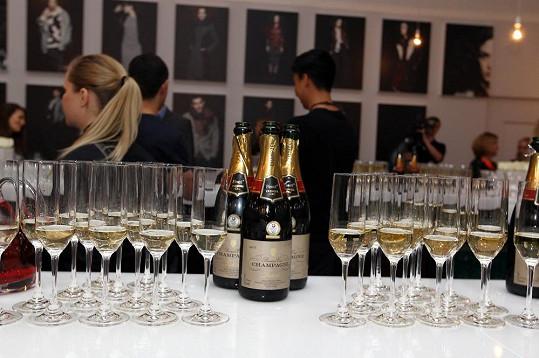 Elišce a Jakubovi se stalo nabízené pravé šampaňské osudným.
