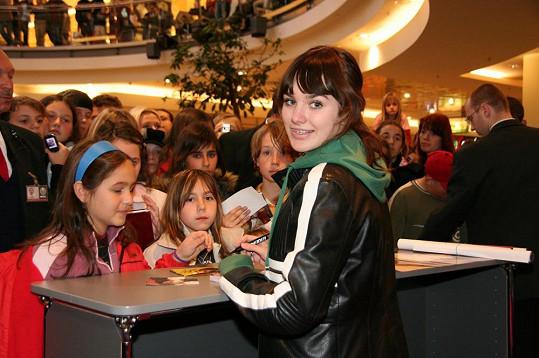 Ewa Farna roku 2007 na autogramiádě v Brně.