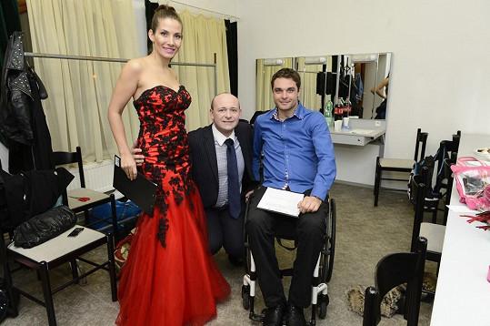 David Novotný s moderátory Evou Decastelo a Martinem Zachem.