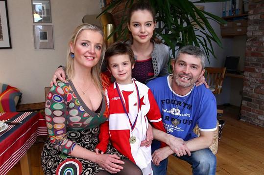 Gabriela Filippi a její krásná rodina.
