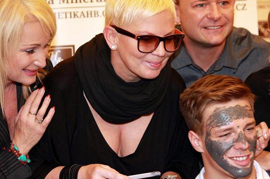 Kateřina Kornová vypadá šťastně.