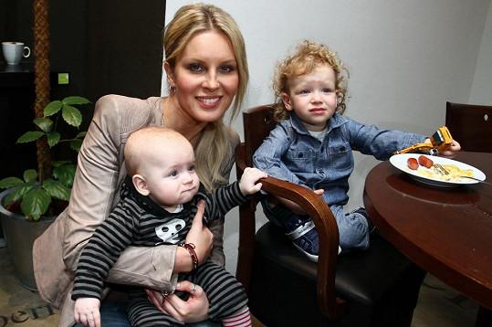 Simona Krainová poprvé vzala syny na veřejnou akci.