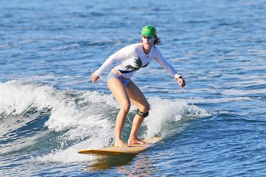 Helen Hunt je zdatná surfařka.