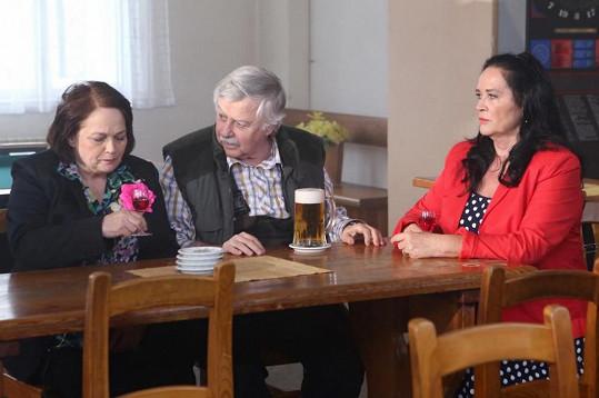 Jitka Smutná je důvěrnicí Jitky Drozdové, kterou hraje Hana Gregorová.