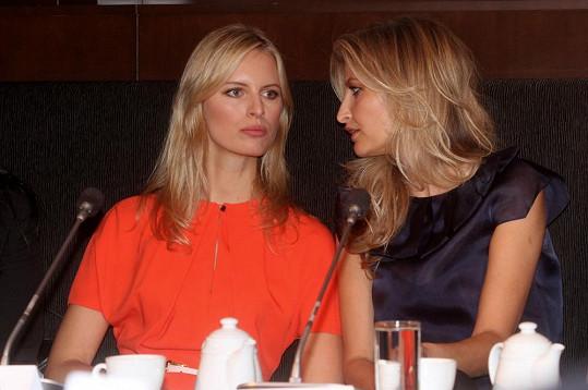Karolína přijede na pozvání své kamarádky Terezy Maxové.